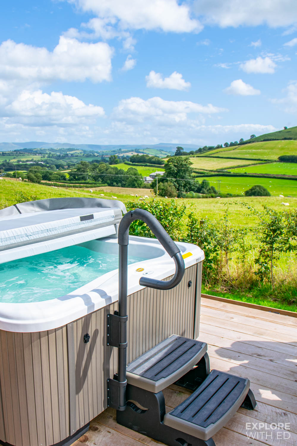 Glamping with hot tub in Wales