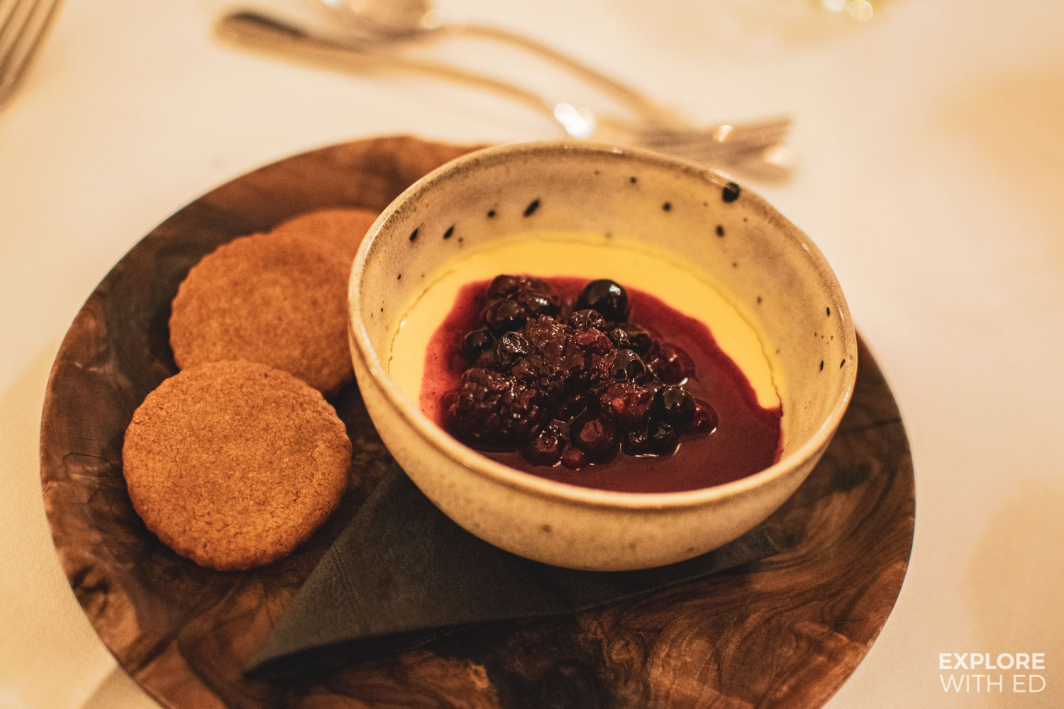 Posset with berries and gingerbread