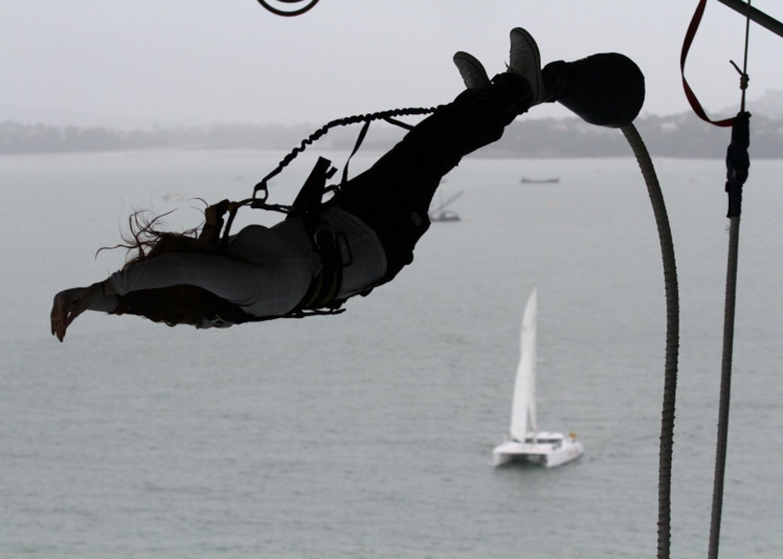 Bunjee jump Auckland Harbour Bridge