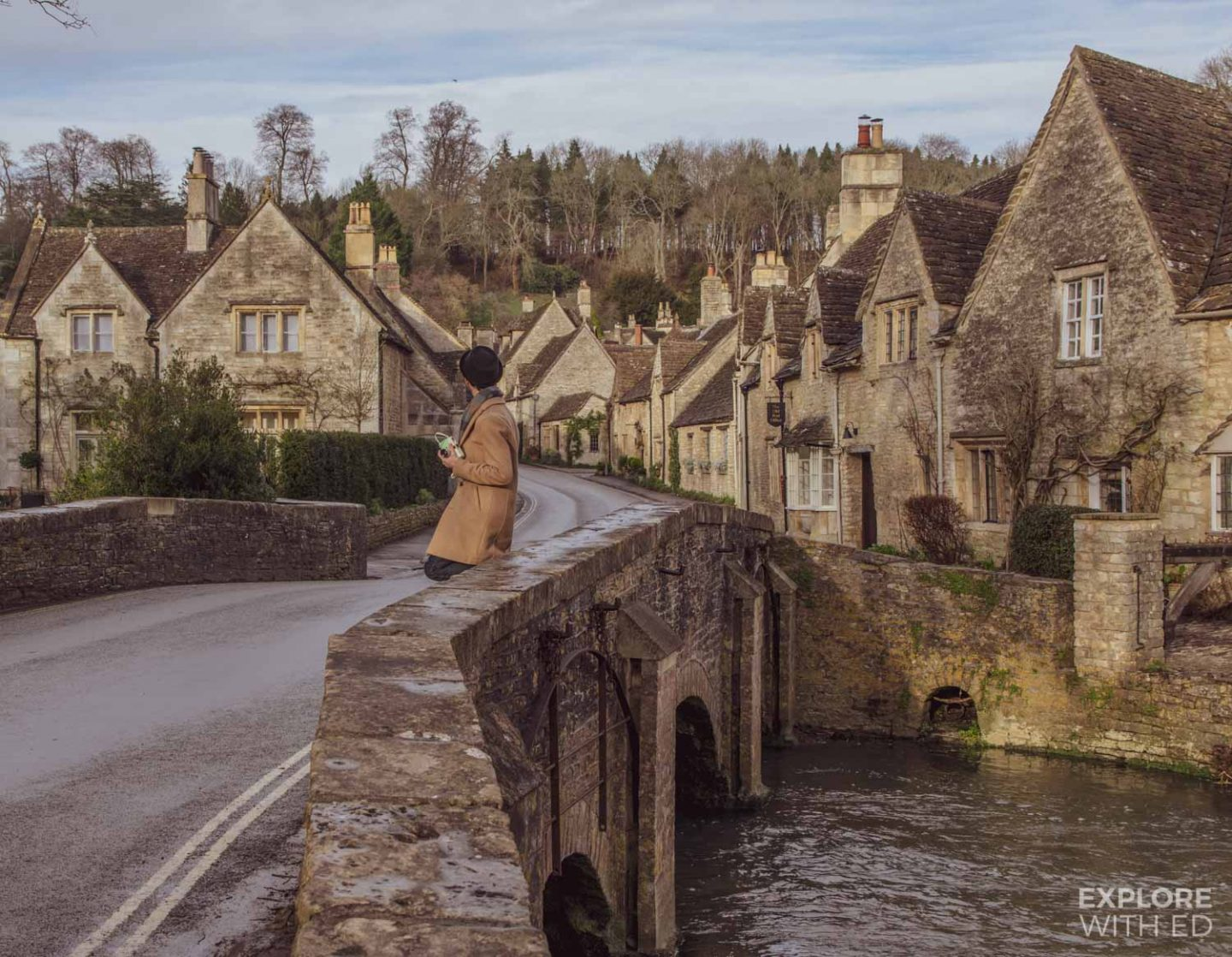 Travel photography tips - The river bridge in Castle Combe (England) is a popular photo spot