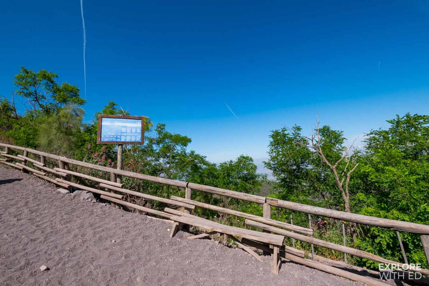 The hiking route of Mount Vesuvius to the crater