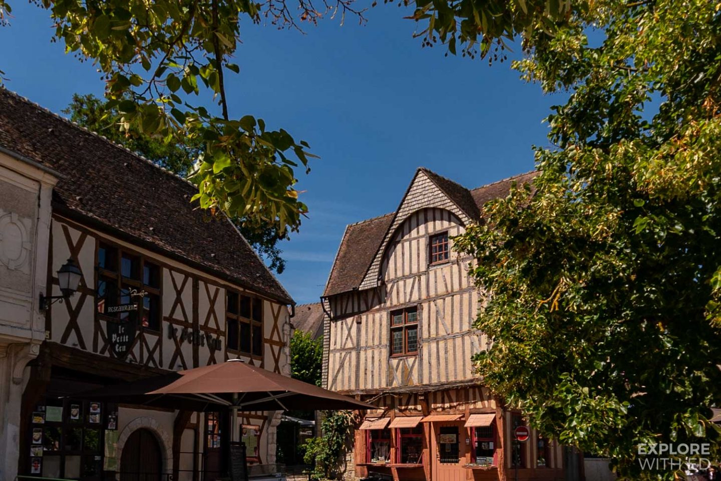 Place du Chatel in Provins